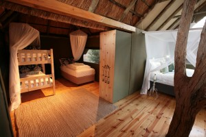 Family_Suite_-_adjoining_childrens_room